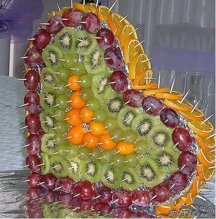 Украшение салатов фруктами
